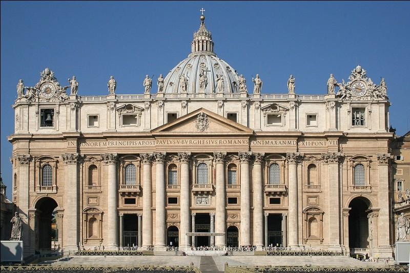 Quel pape a ordonné la construction de la basilique Saint-Pierre ?