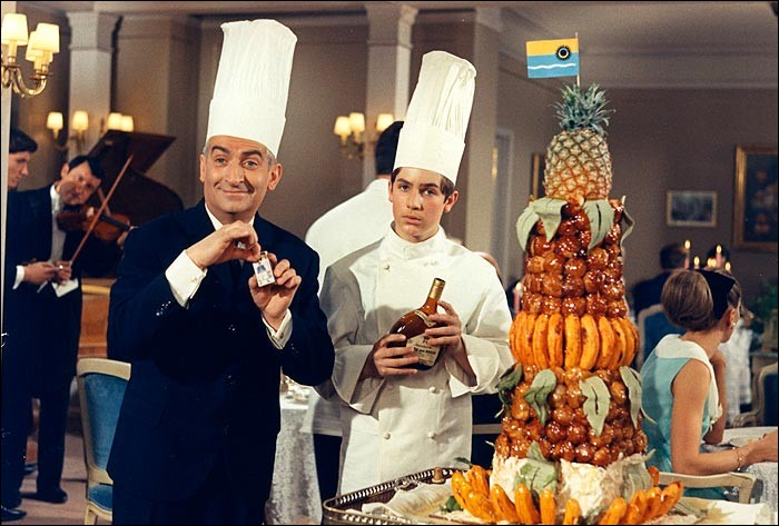 Que commande Louis, déguisé en client, dans son propre restaurant gastronomique pour piéger son personnel de service dans 'Le grand restaurant' ?