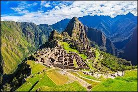 Le Machu Picchu se trouve au Pérou.