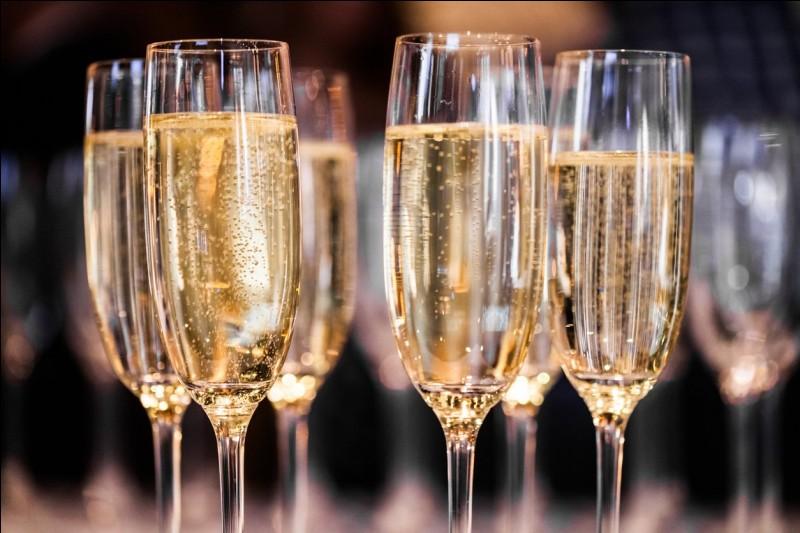"""Quel ami de Jean-Rémy Moët a dit du champagne : ''Vous le méritez dans la victoire, vous en avez besoin dans le défaite"""" ?"""