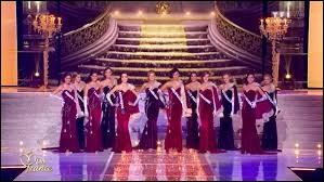 """Lors de la soirée """"Miss France"""", combien de candidates sont retenues lors de la première sélection ?"""