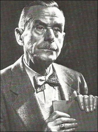 """Encore un prix Nobel de littérature, auteur de 'la Montagne magique"""", il décède le 12 août 1955 : c'est..."""
