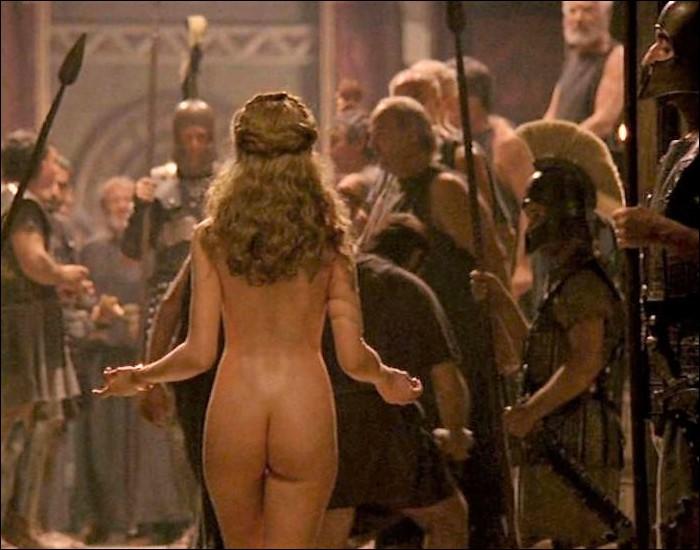 Cette somptueuse reine de Sparte sera la cause de la terrible guerre de Troie. Qui est-elle ?