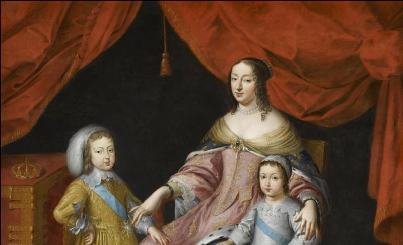 De quel roi de France, Anne d'Autriche était-elle la mère ?