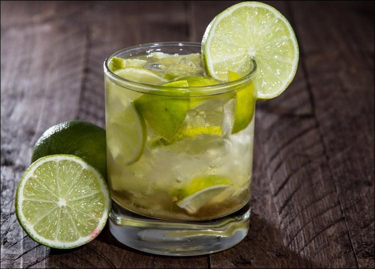 Quel alcool est l'élément de base pour obtenir la caïpirrinha ?
