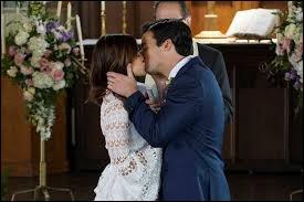 Dans quel épisode de la saison 7, Ezra et Aria se marient-ils ?