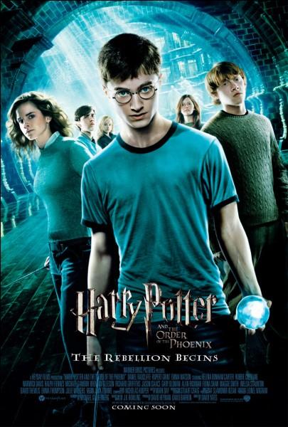 Quand Harry rêve que Nagini attaque Arthur Weasley, de quel point de vue voit-il la scène ?