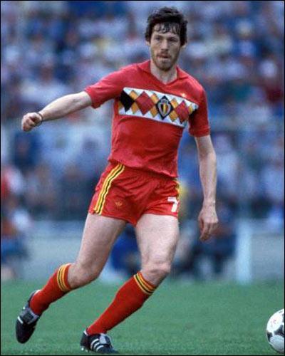 Après avoir mis sous l'éteignoir Antognoni, et Briegel à l'Euro 80, René Vandereycken partit en Italie pour leur montrer comment on joue le catenacio , mais dans quel club ?
