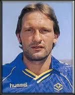 Après être passé par Lokeren , Preben Elkjaer Larsen réussit à devenir champion d'italie en 1985 , mais avec quel club ?