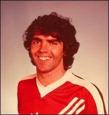 Comment s'appelait l'idole de Witsel qui a mis fin à la carrière de Juan Lozano en 1987 ?