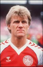 Morten Olsen ce magnifique libéro qui ne bottait jamais de pénalty en a pourtant tiré un qu'il rata en finale de la coupe de l'UEFA contre Tottenham, mais quel est l'autre anderlechtois a voir loupé son pénalty ?