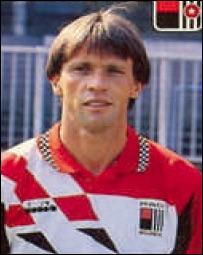 Après 20 ans de bons et loyaux services pour le compte du sporting Franky Vercauteren partit tenter sa chance en France mais dans quel club ?