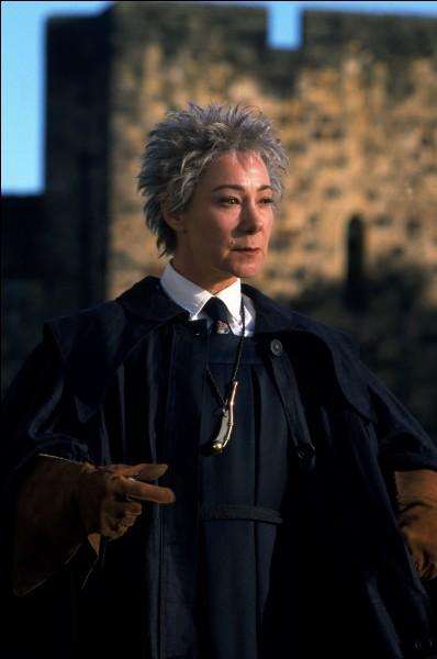 Le professeur de vol sur balai magique, ainsi qu'arbitre de Quidditch s'appelle...