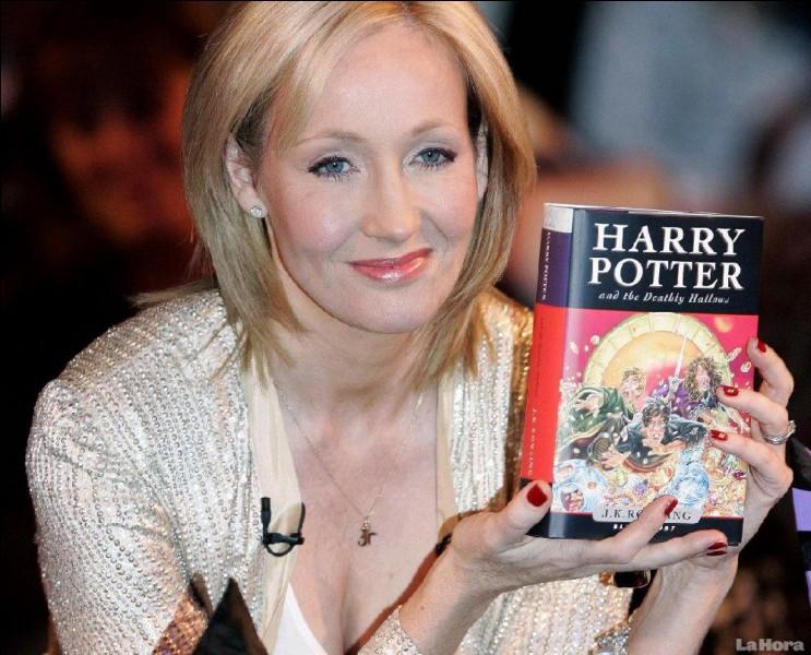 Harry Potter est une série littéraire de fantasy écrite par l'auteure britannique...