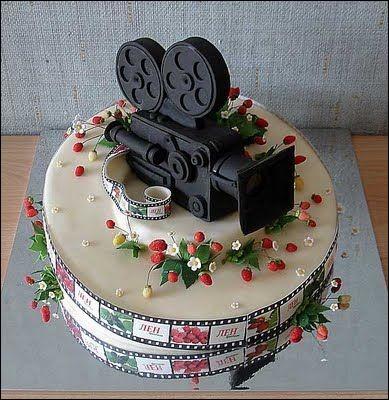 Il est temps de manger le gâteau d'anniversaire, qui va satisfaire tous...
