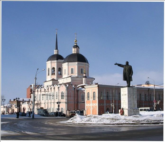 Cette ville russe de 500 000 habitants, au coeur de la Sibérie, fondée comme forteresse au début du XVIIe siècle, c'est :