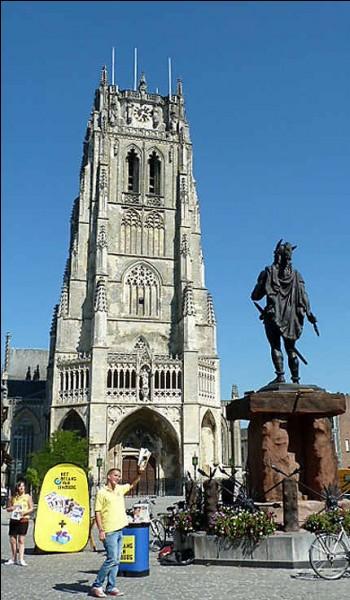 Cette ville de 30 000 habitants, l'une des plus anciennes de Belgique, ancienne cité romaine, dont la Grand Place expose une statue d'Ambiorix, des Éburons, c'est :