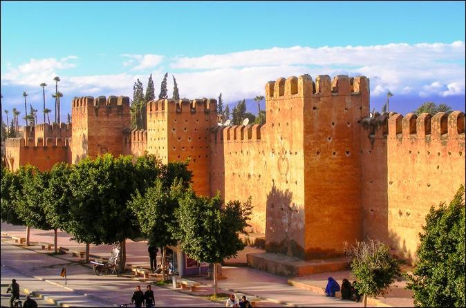 Cette ville du sud-ouest du Maroc, peuplée de 80 000 habitants, située dans la plaine du Souss, c'est :