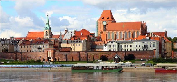 Cette ville polonaise de 200 000 habitants, située sur la Vistule, doit ses origines à l'ordre des chevaliers teutoniques qui y construisit, au milieu du XIIIᵉ siècle, un château pour servir de base à la conquête et à l'évangélisation de la Prusse. C'est :