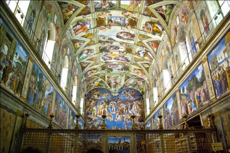 Quel peintre italien a décoré la voûte de la chapelle Sixtine à Rome sur les thèmes de l'Ancien Testament ?