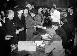 En quelle année les femmes obtiennent-elles le droit de vote en France ?