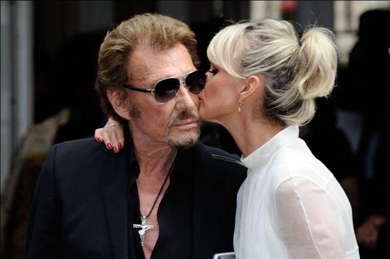 Comment se prénomme la dernière épouse de Johnny Hallyday ?