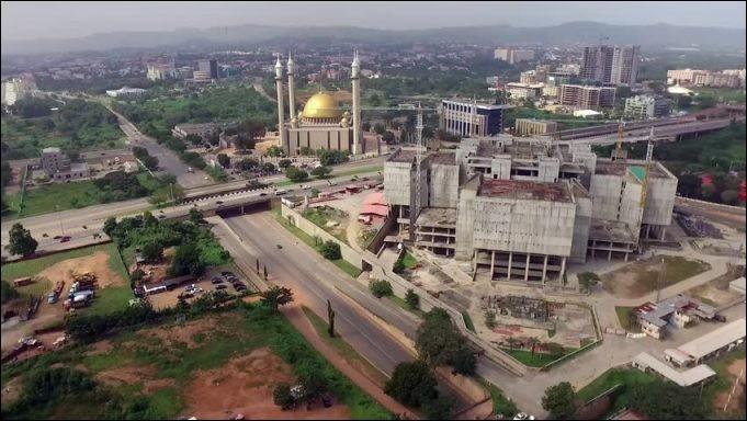 De quel pays la ville d'Abuja est-elle la capitale ?