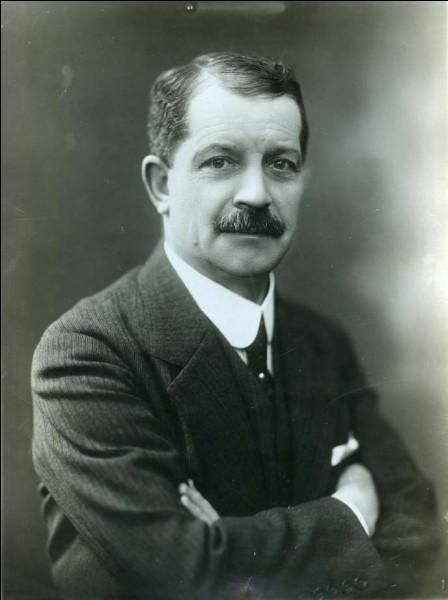 Cet inventeur et industriel (1864 - 1946) a été un pionnier de l'industrie du cinéma en France. C'est Léon...