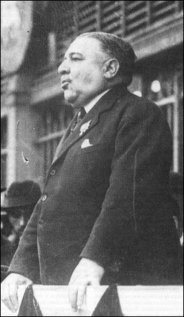 """Cet écrivain et journaliste (1867 - 1942), monarchiste, fondateur du quotidien """"L'Action française"""", c'est Léon..."""