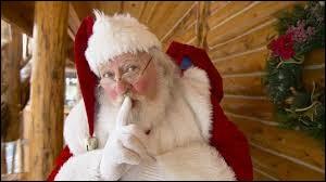 Selon la tradition, que doit-on laisser devant la cheminée à l'intention du père Noël ?