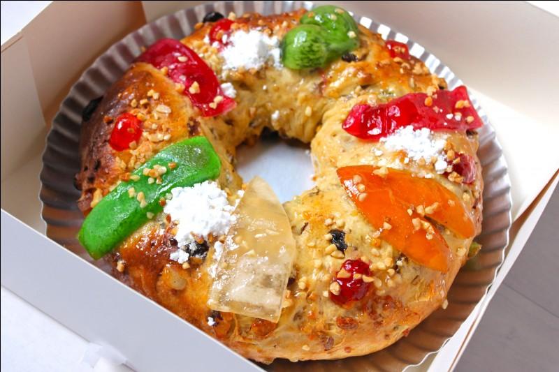 Les Portugais mangent le bolo rei (gâteau des rois) à Noël. En France, nous mangeons plutôt ce genre de gâteau à l'Épiphanie en hommage...