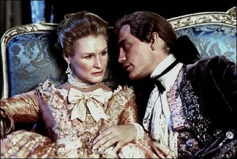 Dans ce roman, la marquise de Merteuil s'adonne aux jeux de l'amour et du hasard avec son ami, le vicomte de ...