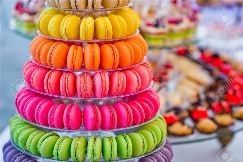 On passe au rayon macarons : Un kilo de macarons au caramel !