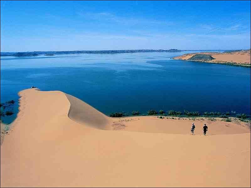 A quel lac le haut barrage d'Assouan a-t-il donné naissance ?