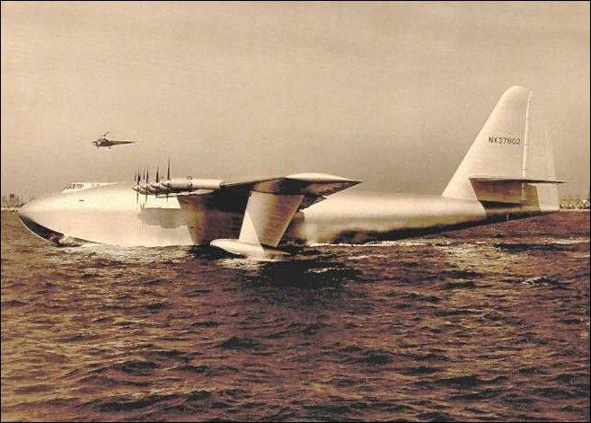 A quel milliardaire américain, né officiellement le 24 décembre 1905, doit-on la fabrication du «Spruce Goose» le grand avion jamais contruit ?