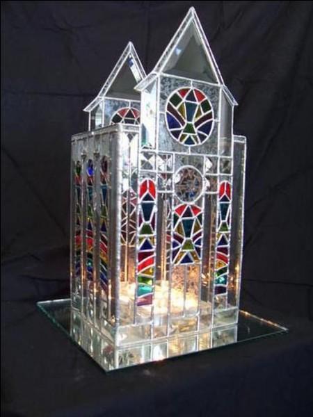"""Dans quelle ville espagnole peut-on visiter la basilique """"Sagrada Familia"""" ?"""