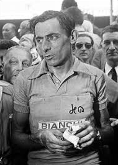 Légende du cycliste, Fausto Coppi, de son vrai nom Angelo-Fausto Coppi, naît le 15 septembre à Castellania dans le Piémont. Coureur professionnel de 1940 à 1959, il remporta notamment pas moins de cinq Tours d'Italie, cinq Tours de Lombardie, trois Milan-San Remo, un Paris-Roubaix, une Flèche Wallonne, et quatre championnats d'Italie sur route . Combien gagna-t-il de Tours de France ?