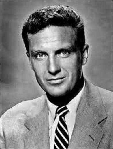 Né le 13 janvier à Los Angeles, Robert Stack est un acteur, sportif et animateur de télévision. Il joua durant sa carrière dans plus de 40 films dont ''Écrit sur du vent'' en 1956, réalisé par Douglas Sirk. Resté célèbre comme l'inspecteur Eliot Ness dans une série policière qui dura de 1959 à 1963, pour lequel il obtiendra un Emmy Award en 1960, quel est le titre de ce feuilleton ?