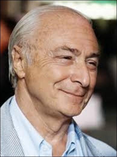Né le 29 avril à Paris, Gérard Oury, est un réalisateur, scénariste et acteur. Réalisant durant sa carrière dix-sept films tels que ''Le Cerveau'' en 1969, ou ''Les Aventures de Rabbi Jacob'' en 1973, il resta, avec plus de 17 millions d'entrés au cinéma pendant plus de trente ans, le recordman pour un long-métrage. Quel est le titre de ce chef-d'œuvre ?