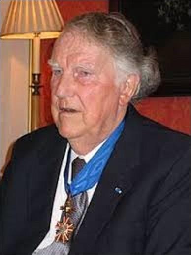 Né en Nouvelle-Zélande à Aukland le 20 juillet, mort dans cette même ville le 11 janvier 2008, Edmund Percival Hilary est un alpiniste et explorateur. Le 29 mai 1953, lors d'une expédition britannique dirigée par le général de brigade, John Hunt (1910-1998), il est le premier homme, avec son sherpa Tensing Norgay (1914-1986), à gravir une montagne, laquelle ?