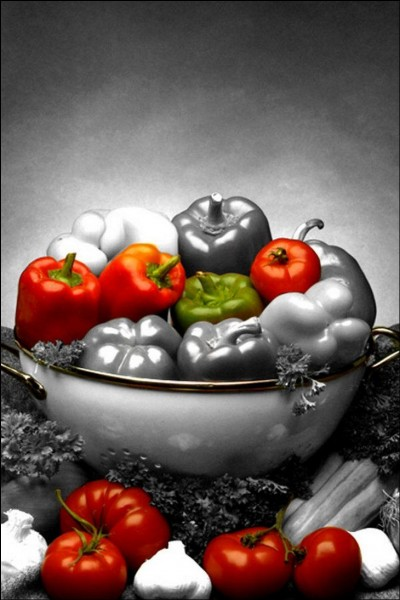 Que devrez-vous mettre en faible quantité pour couper l'acidité de la tomate ?