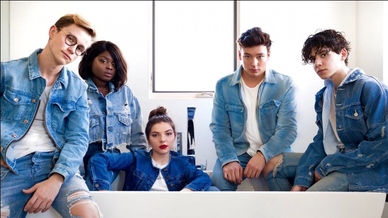 Comment s'appelle la team composée de : Anthonin, Gloria, Clara, Jules, Sulivan ?