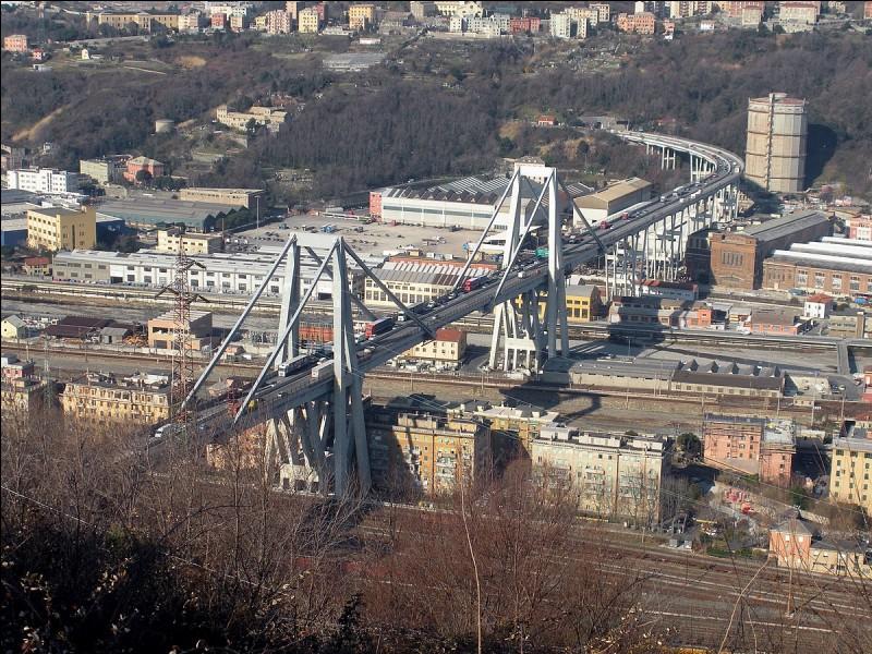 Combien de morts a fait l'effondrement du pont Morendi, à Gênes, le 14 août 2018 ?