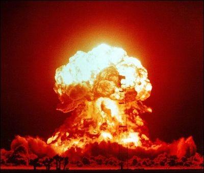 Le conflit le plus meurtrier est tout de même la Seconde Guerre mondiale. Elle a opposée les pays de l'Axe et les Alliés. Dans quel pays, 2 bombes atomiques ont été lancées et ont fait plus de 300 000 morts ?