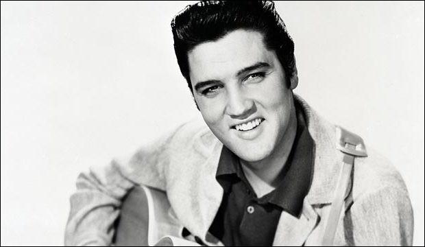 De quelle couleur était le daim des chaussures d'Elvis Presley ?