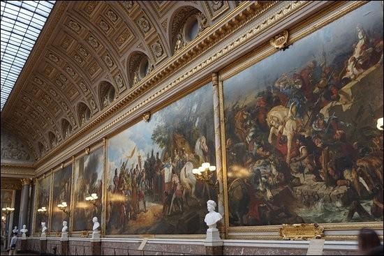 Comment s'appelle cette célèbre galerie du Château de Versailles, longue de 120 mètres et large de 13 ?