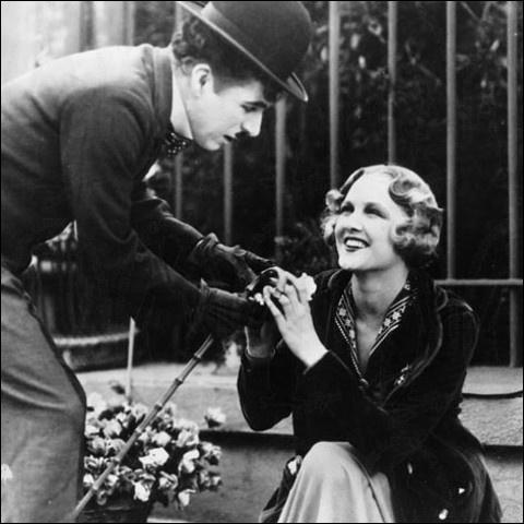 En 1931, dans quel film Charlot est-il amoureux d'une jeune aveugle ?