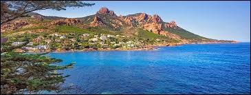 """Je suis né le 13 janvier 2005 dans une ville nommée """"Draguignan"""". Dans quel département suis-je né, sachant que le chef-lieu est Toulon ?"""