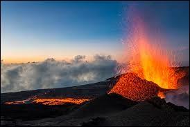 En 2012, je suis allé sur l'île de la Réunion. Nous avons visité des tas de lieux comme des cirques naturels, des lacs, des volcans etc... D'ailleurs, peux-tu me citer un volcan situé à la Réunion ?