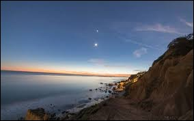 """En 2013 m'est venue une profonde passion pour l'astronomie. J'ai observé mon premier astre avec mon grand-père, c'est lui qui m'a donné tous ses secrets avant de partir rejoindre ma grand-mère, là-haut. Cet astre, il l'appelait """"Étoile du Berger""""."""